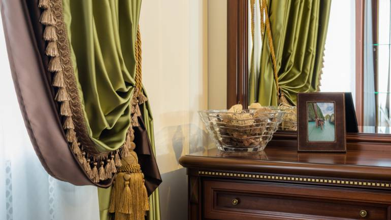 How Custom Draperies Chicago, IL Increase Home's Resale Value